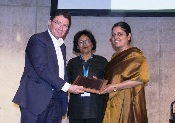 "'ISAW Women Achiever Award' for ""Professionalism in Management"""